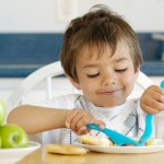 нужно при учать ребенка есть за столом